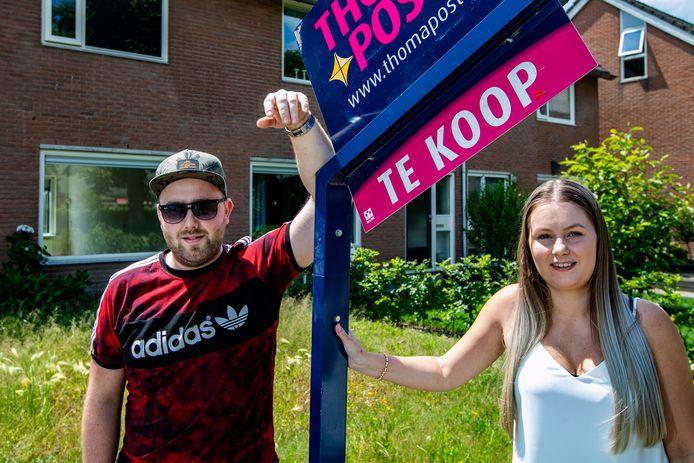 Sander de Boer (25) en Monique Bronsvoord (24) uit Deventer hebben in de crisis een huis gekocht in Schalkhaar.