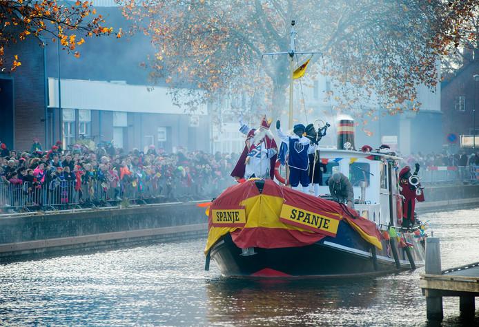 De aankomst van Sinterklaas zondag in de haven van Veghel.