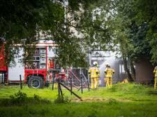 Brandweer redt kalveren bij uitslaande brand in stal in Nijbroek