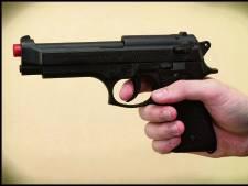 Jongen (18) aangehouden met pistool