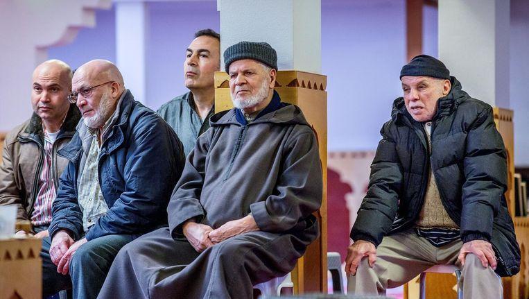 Ruim honderd belangstellenden waren op de bijeenkomst afgekomen. Met name mannelijke moslims Beeld Jean-Pierre Jans