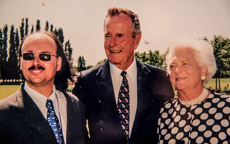 Een herinnering die Kris Van Parys nog steeds koestert: samen op de foto met George Bush en zijn vrouw.