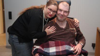 Chris krijgt gratis uurtje knuffelen met Hot Marijke om overval door prostituee te vergeten