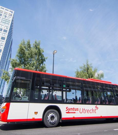 Extra bussen in Austerlitz zijn te duur, dus rijden inwoners zélf hun dorpsgenoten rond