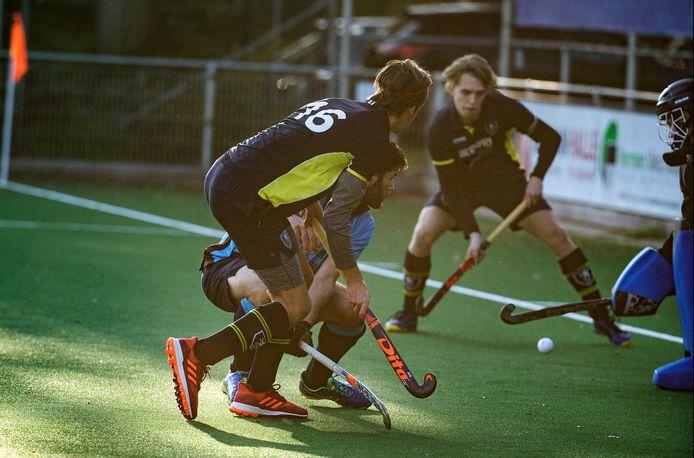 De hockeyers van DHC spelen komend seizoen in de tweede klasse.