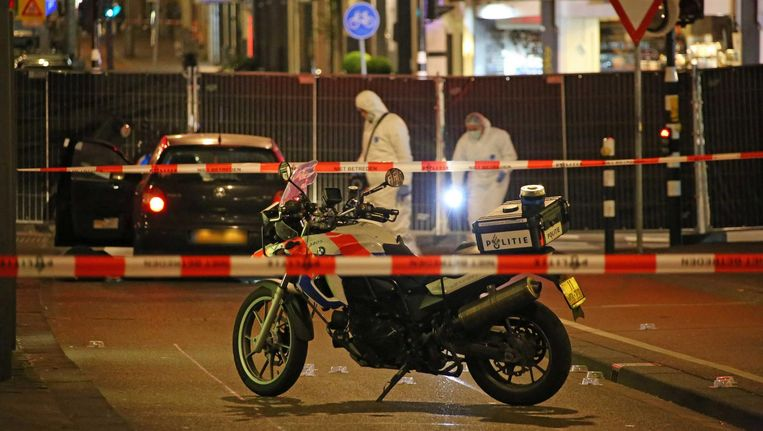 De politie onderzoekt sporen na de liquidatie in de De Clerqstraat, mei 2015 Beeld Olim Bajmat/ANP