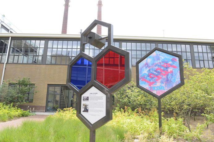 Een tweeledig kunstwerk met lichttechniek van Ivo Schoofs.