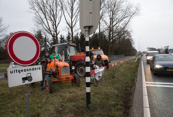 Boerenprotest langs de N18 bij Varsseveld.