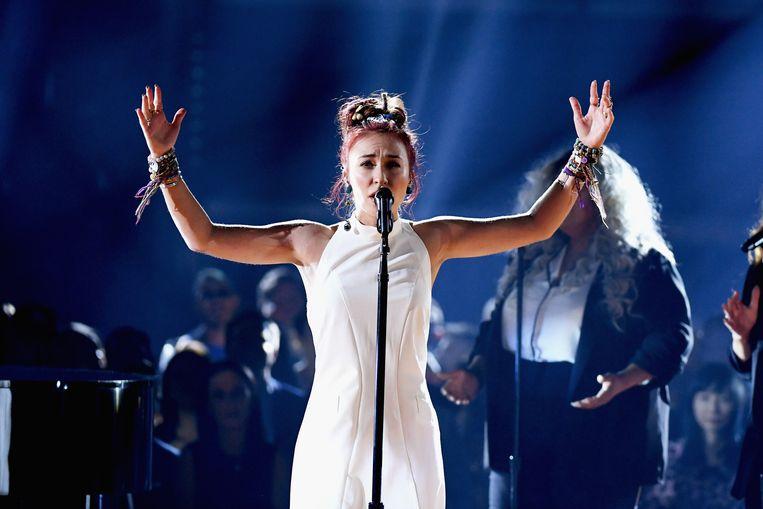Lauren Daigle op het podium van de 2019 Billboard Music Awards