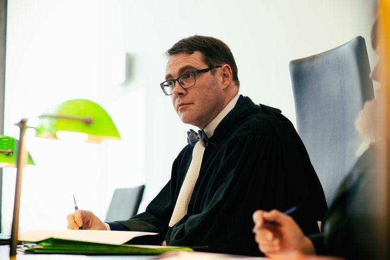 Dieter Vanoutrive - met strik - is één van de nieuwe gezichten in De Rechtbank