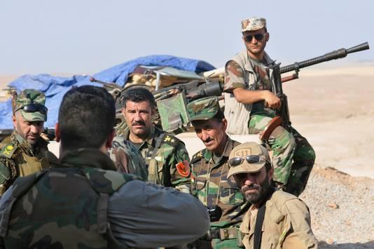 Koerdische troepen beveiligen de omgeving.