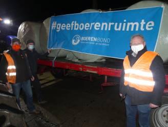 """Meetjeslandse boeren vragen met colonne van 100 tractoren meer ruimte om te ondernemen: """"Vergunningen verkrijgen is een loterij geworden"""""""