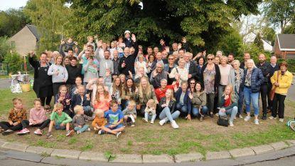 Buren van Kamerijkdelle genieten van gezellig feest