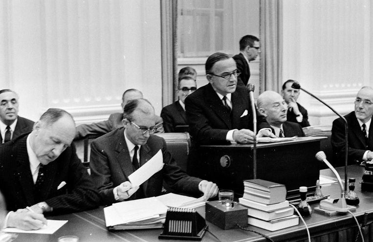 Premier Piet de Jong aan het woord tijdens de Algemene Beschouwingen in oktober 1968. Beeld ANP