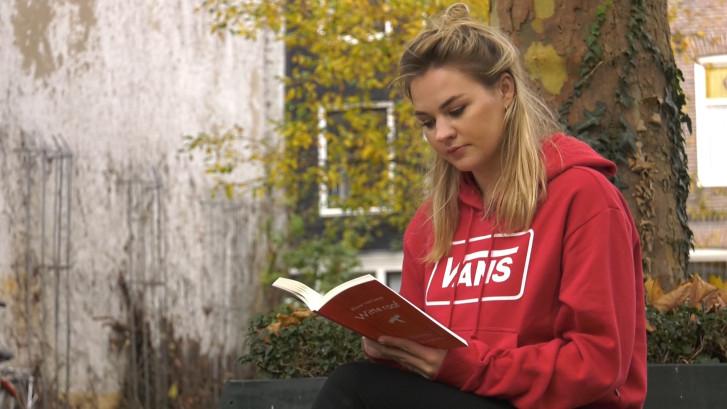Floor (21) schrijft boek over haar unieke soort kanker