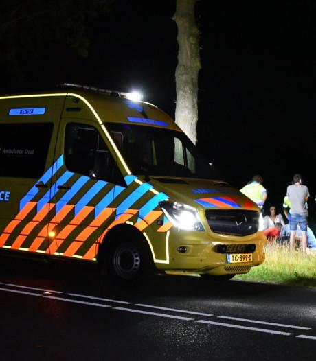 Voorbijgangers treffen middenin de nacht gewonde fietser aan in Den Ham
