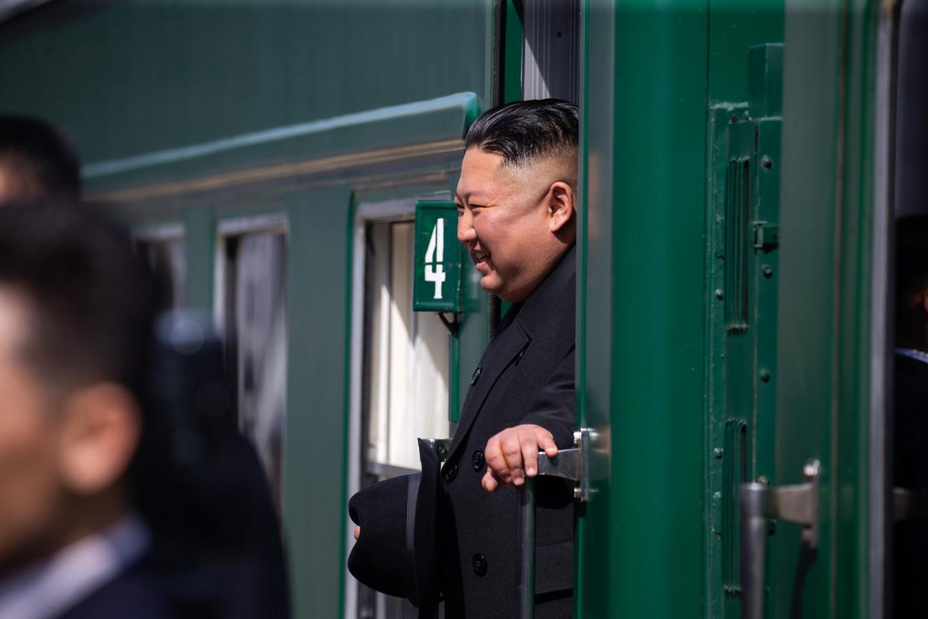 Kim Jong-un stapt zijn trein in, in Vladivostok en is nu weer thuis.