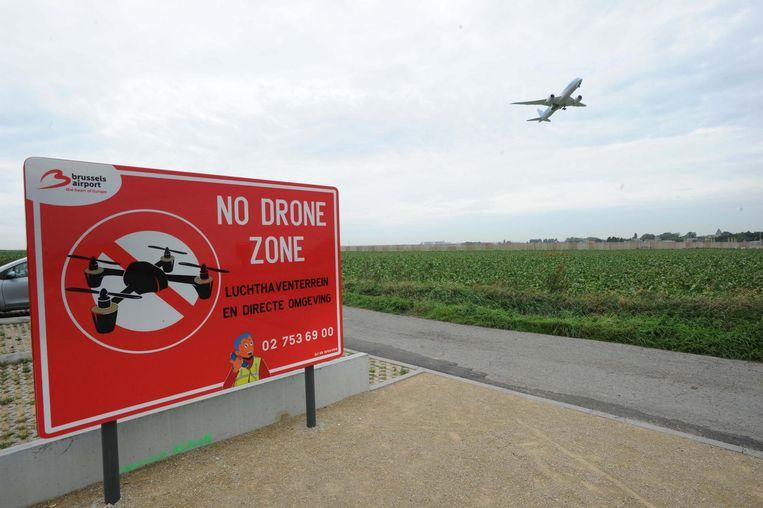 Brussels Airport heeft intussen een twintigtal waarschuwingsborden rond de luchthaven geplaatst.