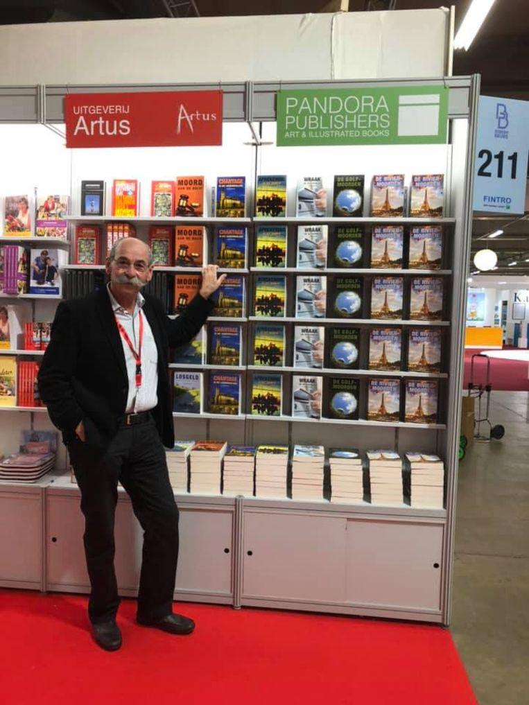Schrijver Ludo Geluykens op de boekenbeurs.