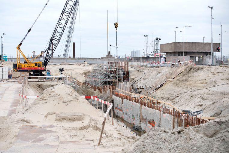 De nieuwe sluiskolk in het Noordzeekanaal wordt vijfhonderd meter lang en is in 2020 klaar. Beeld Olaf Kraak