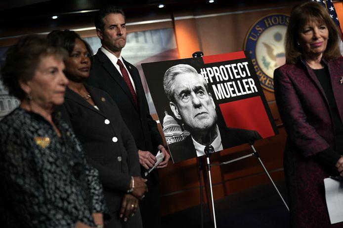 Democraten willen dat speciale aanklager Robert Mueller zijn werk afmaakt.