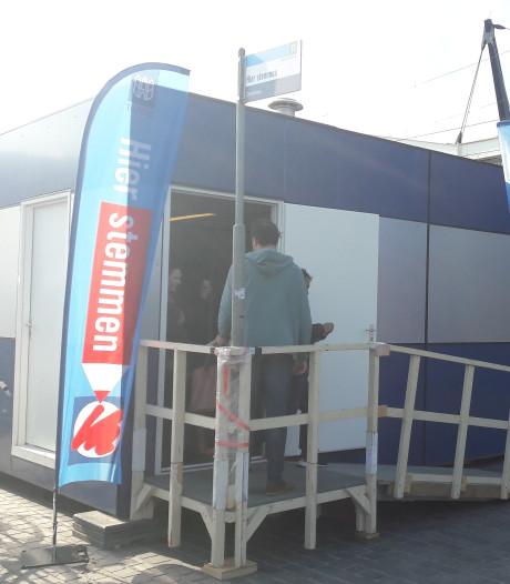 Het 'druppelt' stemmers voor Europa bij Station Tilburg