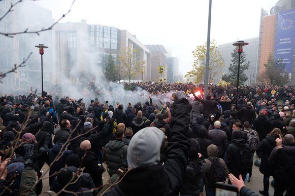 Ook hooligans hadden zich in de loop van de namiddag verzameld op het Schumanplein