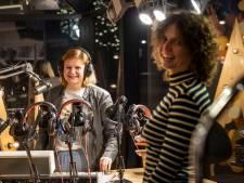 Een liedje in ruil voor een cadeautje: Top 200 Café van Lucienne en Nadine bedoeld om kinderen te verrassen