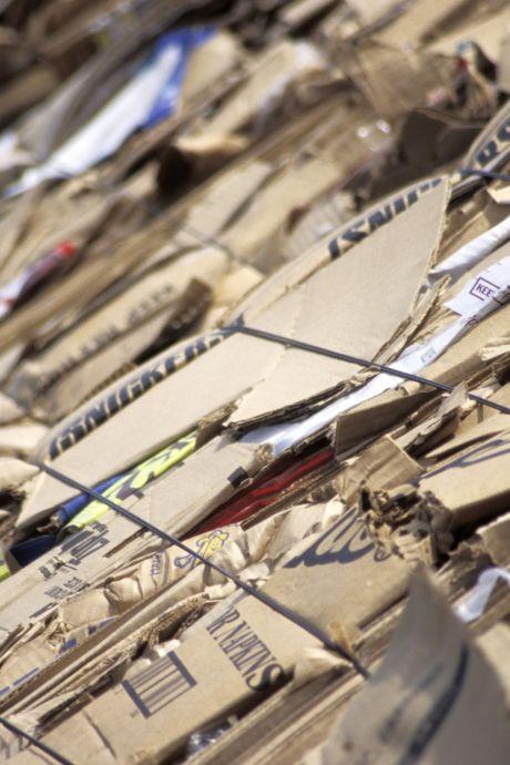 Bewoners Thoolse appartementen weten niet waar ze met hun oud papier moeten blijven