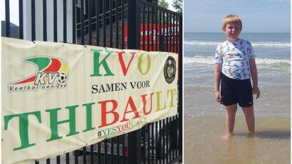 """Supporters KV Oostende in de bres voor kankerpatiëntje Thibault (8): """"Dit geeft ons moed om te blijven vechten"""""""