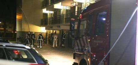 Sterke gaslucht bij complex in Almelo: buurtbewoners moeten binnen blijven