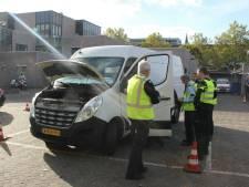 Grote verkeerscontrole in Nijverdal: 2 arrestaties en auto's in beslag