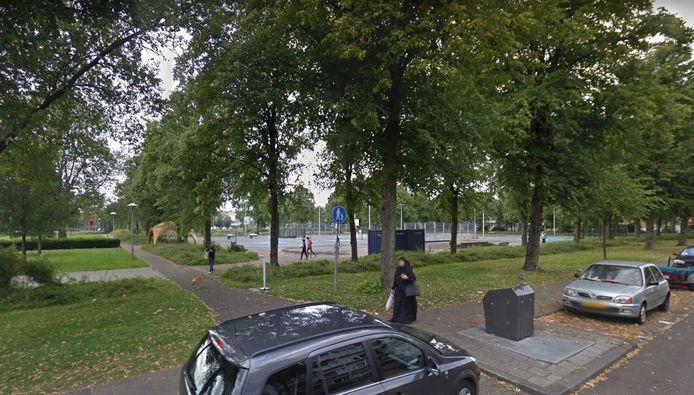Saïd passeerde gistermiddag drie jongens van ongeveer 16 tot 18 jaar op de Marco Pololaan, toen hij op een bankje ging zitten en een sigaret opstak.