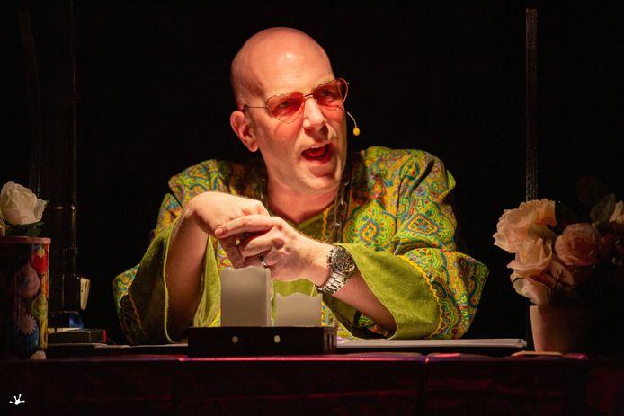 Jeroen Knoben als Jelano van Astro TV, tijdens de Gerwense zwamavond.