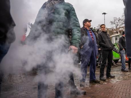 Gelderse boeren laten zich horen bij het provinciehuis, maar doen ze dat op de juiste plek?
