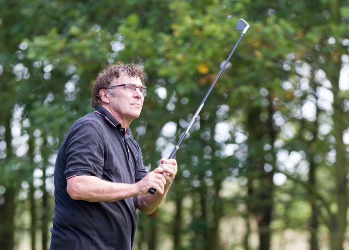 Willem van Hanegem op de golfbaan.