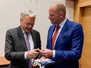 Le cadeau de Theo Francken à Didier Reynders, futur commissaire européen