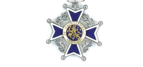 Koninklijke dank voor 58 jaar brandweerwerk in Staphorst