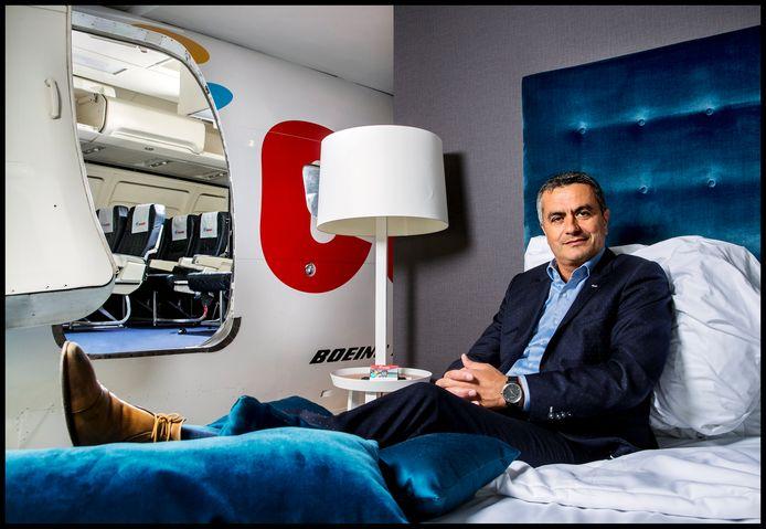 Atilay Uslu, oprichter van Corendon, in de 737-Suite van het Corendon Vitality Hotel in Amsterdam.