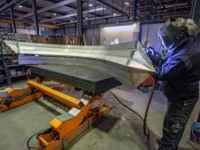 Oss bedrijf 'smeedt' reuzenzwaard voor de rotonde bij Jan Cunen