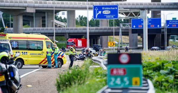 Motorrijder uit Steenwijk komt om het leven bij eenzijdig ongeluk op de A16 bij Rotterdam.