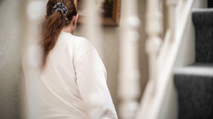 """""""Verpleging had meer aandacht voor hun gsm dan voor m'n mama"""": dochter overleden patiënte klaagt wantoestanden Antwerpse ZNA-ziekenhuizen aan"""