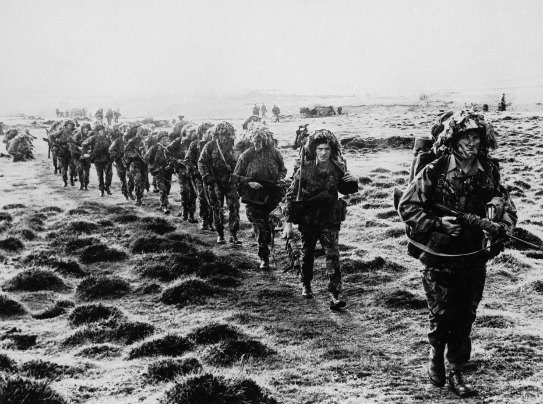 Britse militairen in 1982 tijdens de oorlog op de Falklandeilanden.