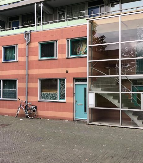 Burgemeester Halsema sluit 4 beschoten woningen in Zuidoost