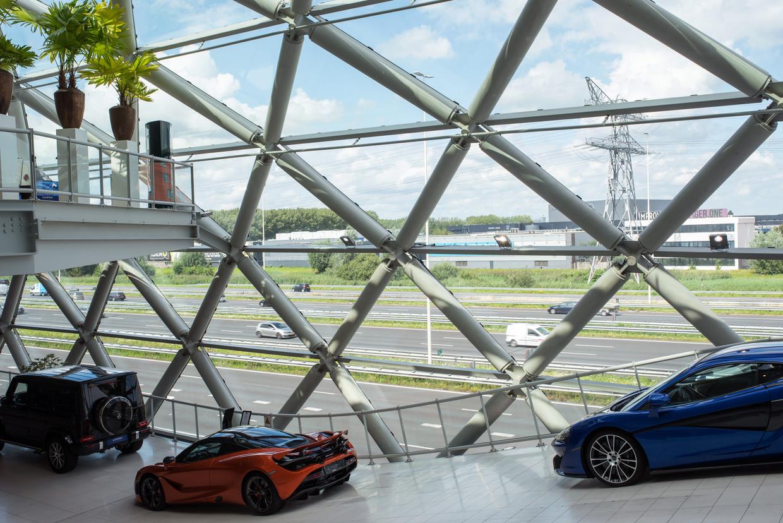 Luxe retail bij Louwman Exclusive Cars. Beeld Sabine van Wechem