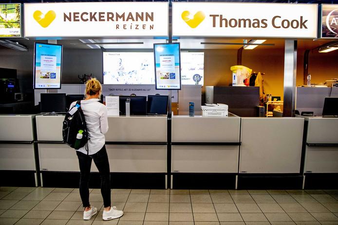 Reizigers vonden de balies van Neckerman / Thomas Cook op Schiphol op 23 september gesloten.