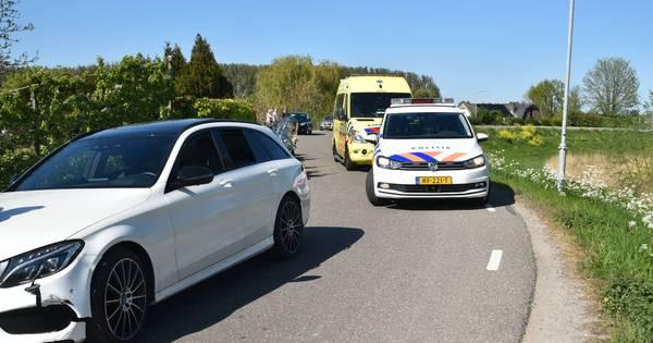 Motorrijdster gewond na botsing met auto in Zuilichem.