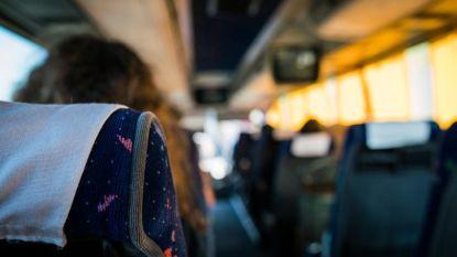 3-jarig meisje wordt vergeten in schoolbus in Thailand en komt om