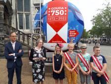 Taart en vrachtwagenreclame bij 747ste verjaardag Gouda