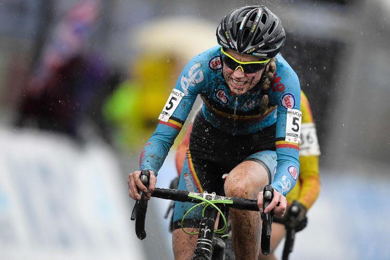 De Belgische wielrenster Femke Van den Driessche bij wie een motortje in het frame werd aangetroffen. Beeld afp